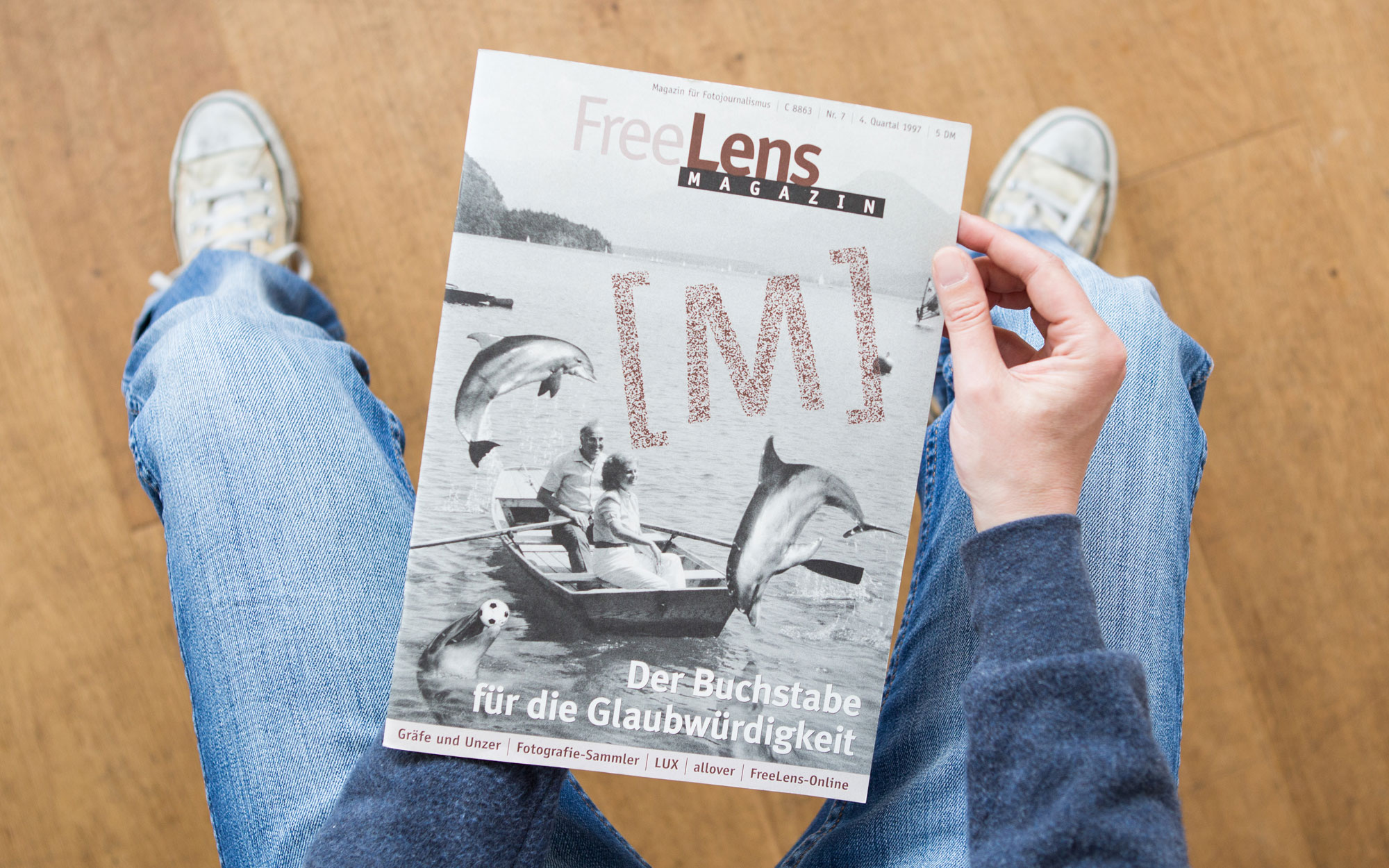 Das FREELENS Magazin mit dem [M]. Natürlich mit einer Montage auf dem Titel, die Fotos dazu stammen von Bundespresseamt und Agentur Focus. Foto: Lucas Wahl