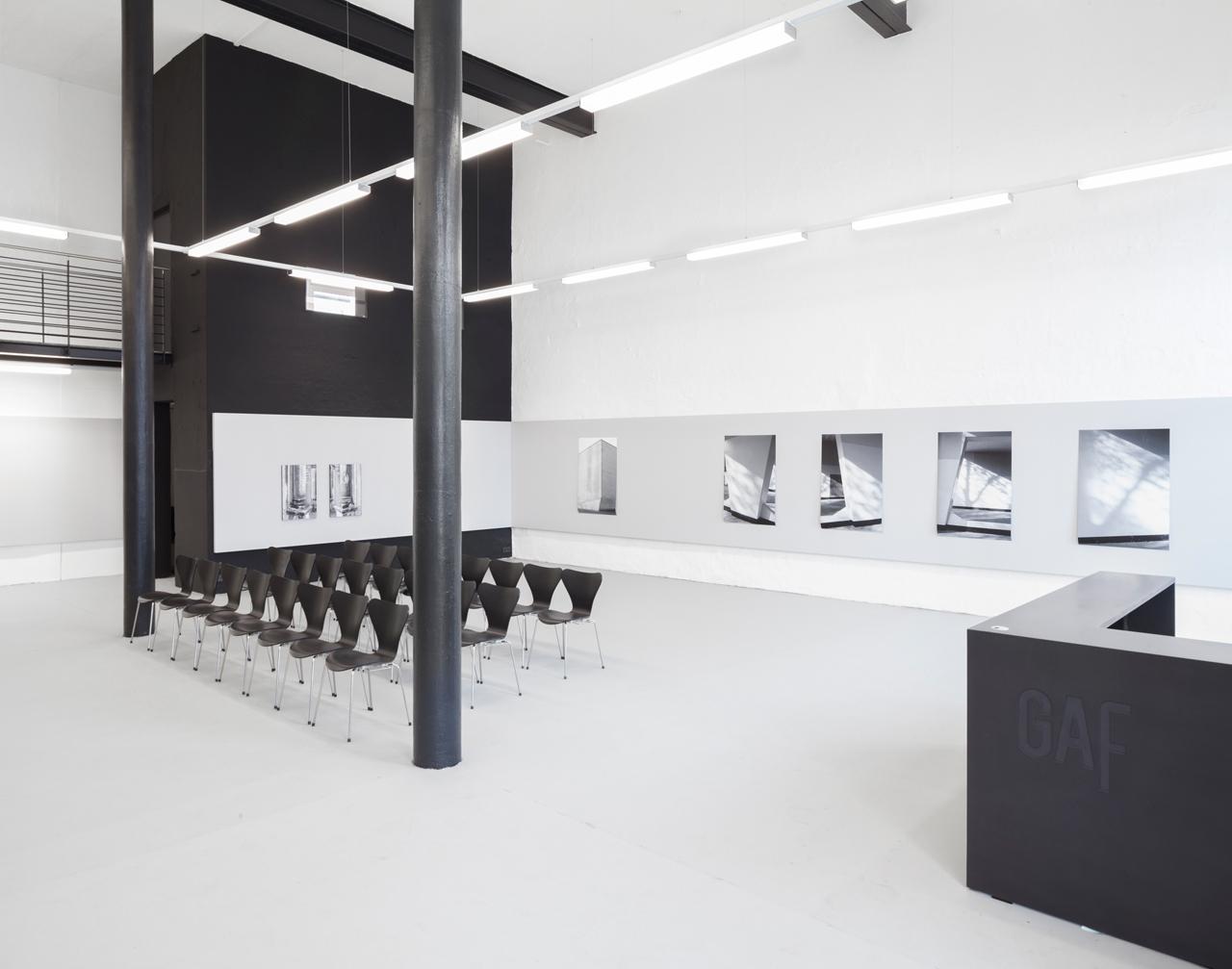 Die etwa 260 Quadratmeter große Galerie bietet Platz für bis zu 120 Bilder.