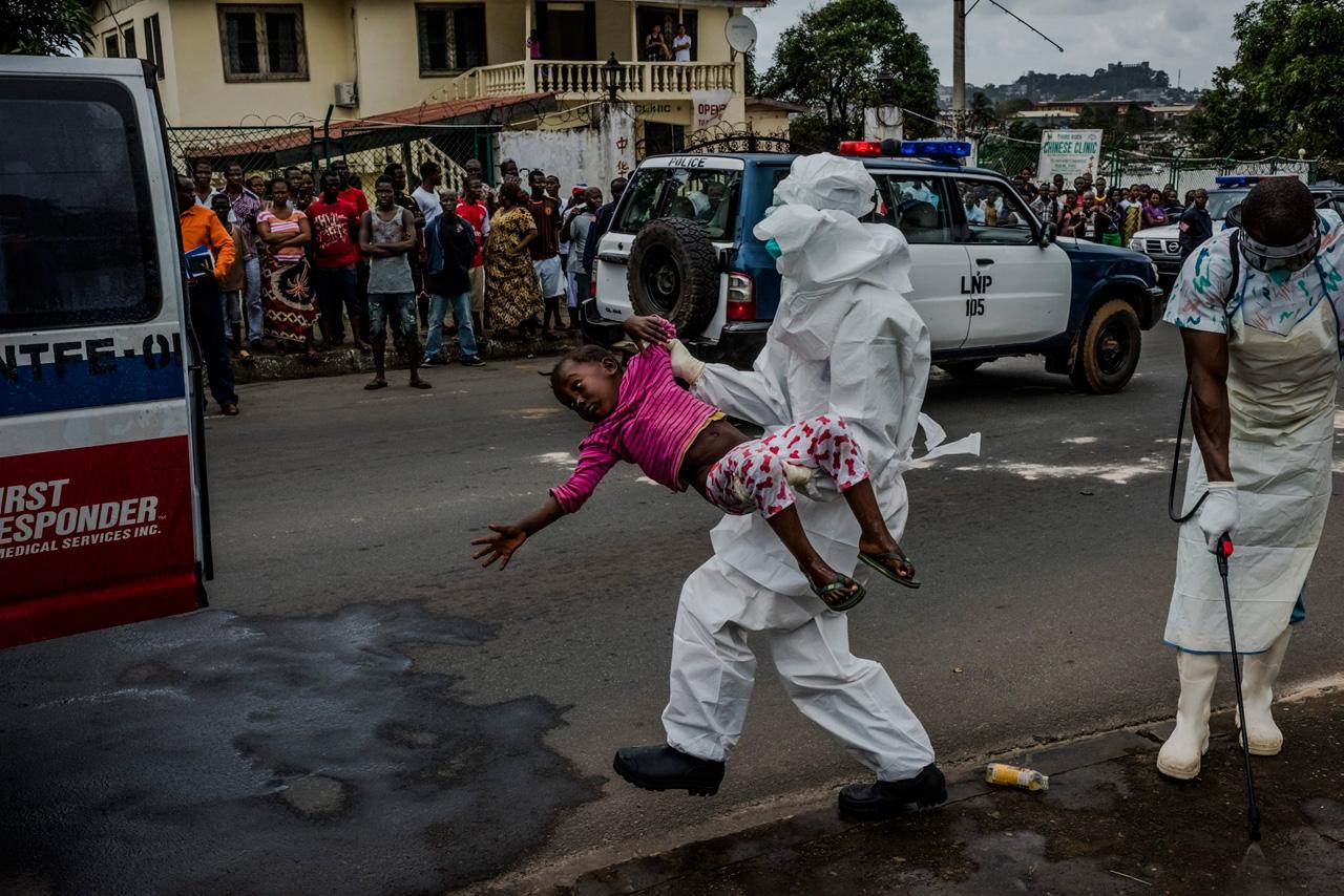 Daniel Beruhalaks Reportage »The Ebola Epidemic« für die New York Times wurde auf dem Festival gleich zweimal ausgezeichnet. Foto: Daniel Berehulak