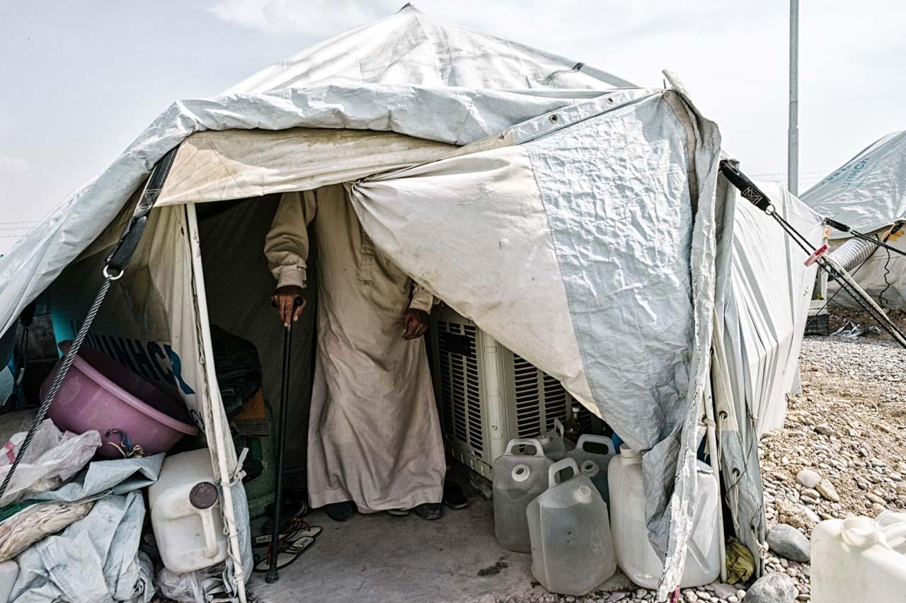 In den Zelten des Flüchtlingslagers Kuschtapa in der Nähe von Erbil im Irak leben bis zu zwölf Personen. Es gibt keinerlei Privatsphäre, oft gibt es Streit. Foto: Felix Kleymann
