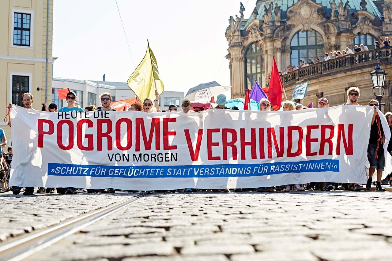 Demonstration in Dresden nach den rassistischen Angriffen auf die Notunterkunft für Geflüchtete in Heidenau, 2015.