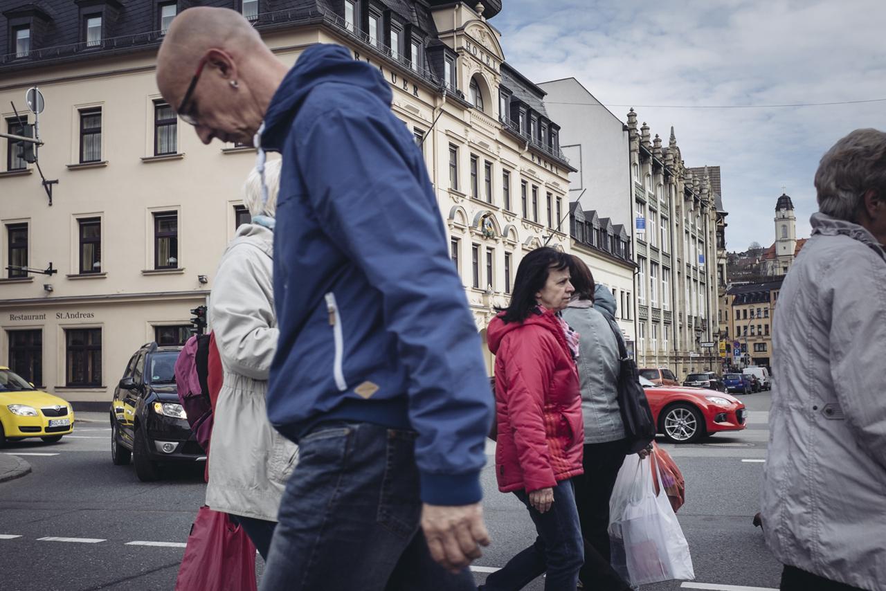 Straßenszene in Aue, Sachsen, 2016. Foto: Thomas Victor