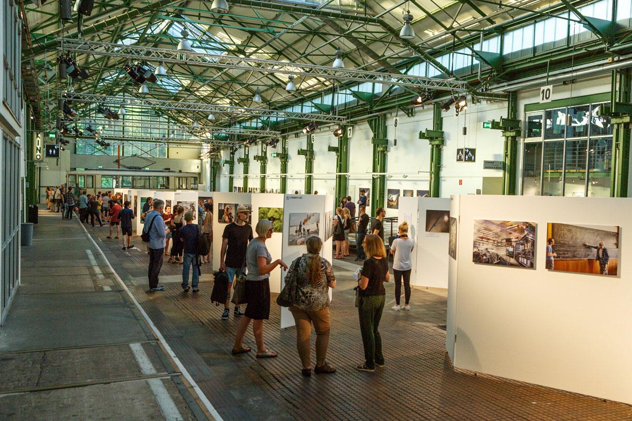 Eröffnung des f2 Fotofestivals im Kulturort Depot in Dortmund.