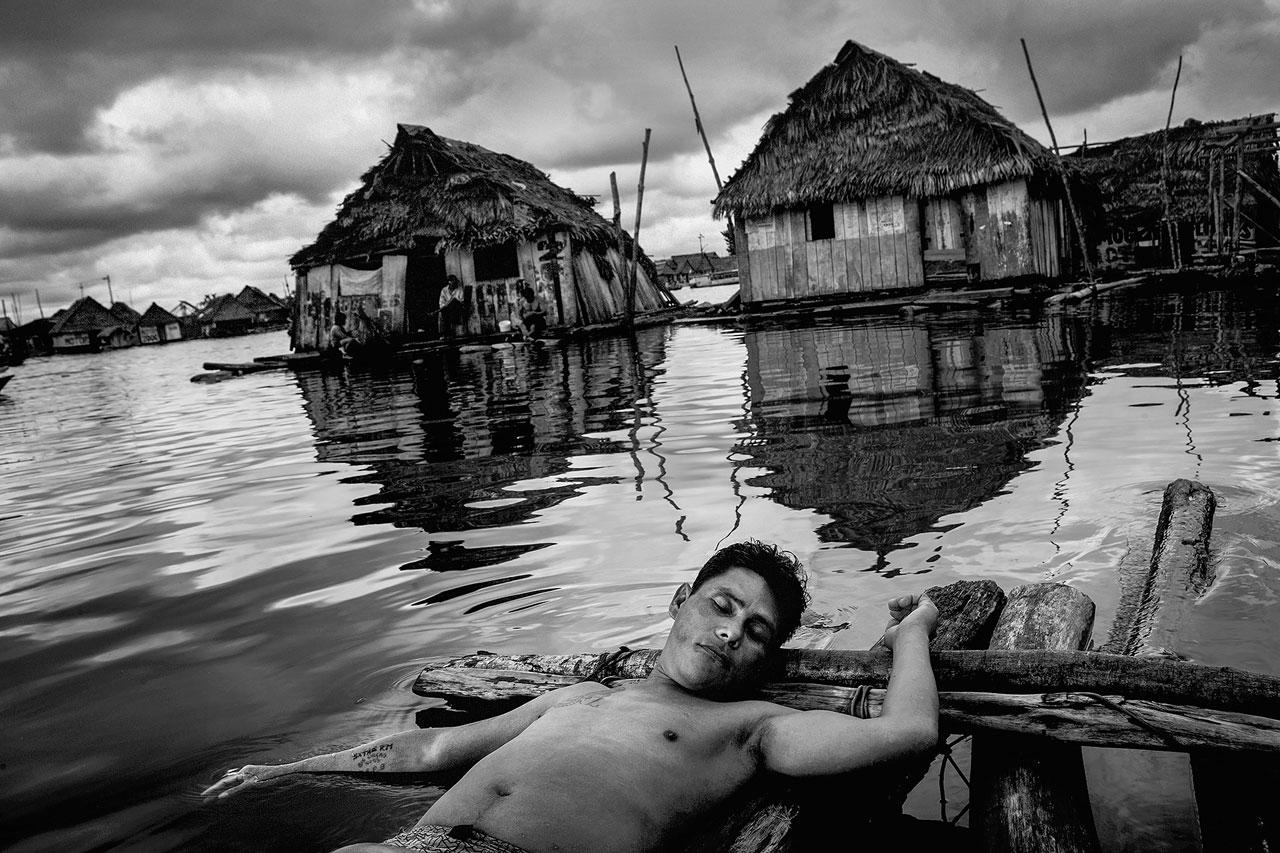 Belén Bajo, Peru, auch das Venedig des Regenwaldes genannt. Aufgrund des schwankenden Wasserstands des Amazonas versinkt der Slum auf Stelzen vier Monate im Jahr teilweise im schlammigen Wasser. Foto: Mads Nissen