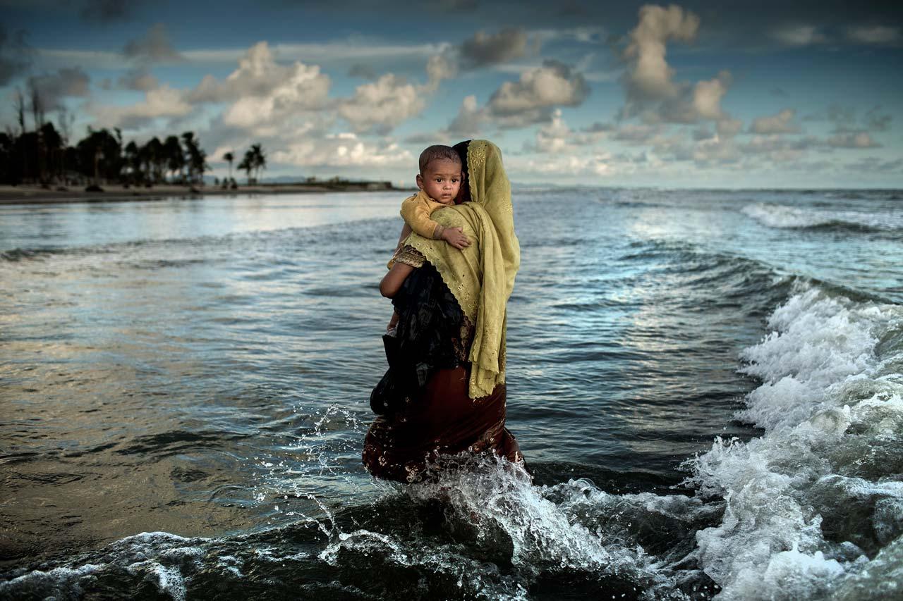 Mit dem zweiten Preis ausgezeichnet wurde der 1983 in Dhaka geborene Fotojournalist K.M. Asad für seine Dokumentation des »Exodus der Rohingya«. Foto: K.M. Asad/Zuma Press